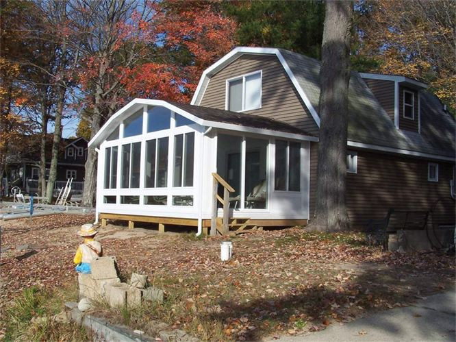 Gambrel Style Sunroom in Northern Michigan